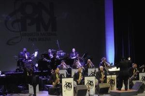 Un momento de la estelar actuación de la Orquesta Nacional Papa Molina, bajo la dirección del maestro Sandy Gabriel, en la Sala Principal del Teatro Nacional Eduardo Brito.