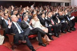 Los accionistas participantes en la asamblea.