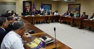 El comité político del PLD reunido este lunes.