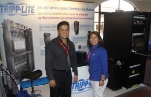 Tripp-Lite-Luis-Santamaria-Gte.-Gral.-Costa-Rica-y-Panama-y-Sabrina-Flores-Coordinadora-de-Eventos-Globales-Low. abril 23, 2014
