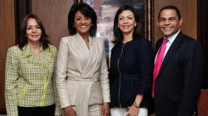 Candida  Montilla, Primera Dama Dominicana, junto a la comitiva que la acompaña en su viaje al exterior.