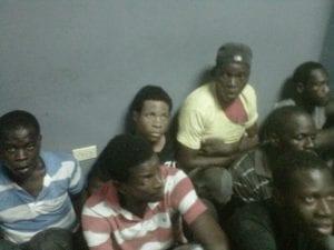Parte de los haitianos confinados en la cárcel preventiva de la Policía Nacional de Moca.