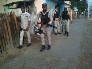 Agentes patrullan las calles de Navarrete.