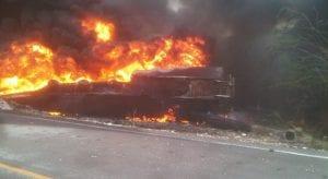 A pesar de llegar miembros del cuerpo de bomberos del municipio de Duverge, resulto infructuosa la acción ya que este se quemó por completo