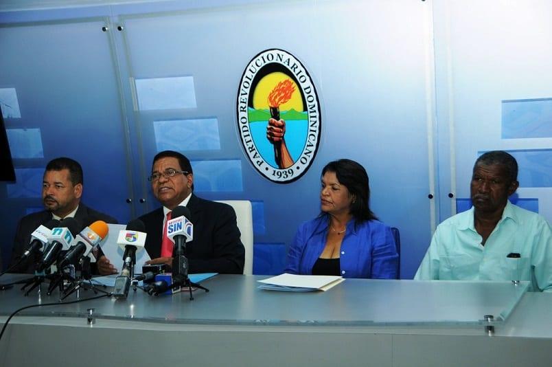 Dirigentes del PRD presentan el padrón para la convención.