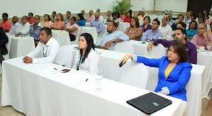 Ejecutivos y empleados de Helados Bon que participaron en el encuentro.