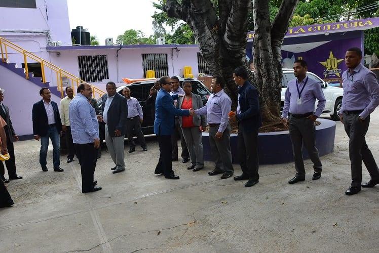 Pared Pérez llega a la sede del PLD.