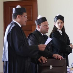 Los abogados Marcos Peña, Juan Carlos Ortiz y Laura Medina, en representación de Bellón