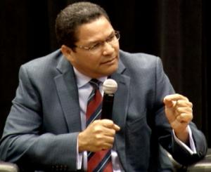 Gedeón Santos, presidente de Indotel.