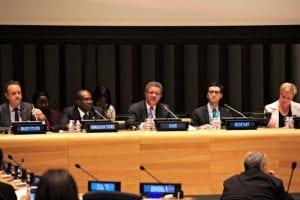 Fernández participó en el panel junto a varios expertos.