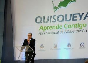 Carlos Amarante Baret, ministro de Educación habla en el acto de graduación.