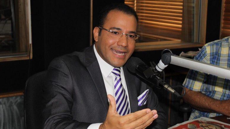 Salvador Holguín en Palacio de Justicia por difamación e injuria