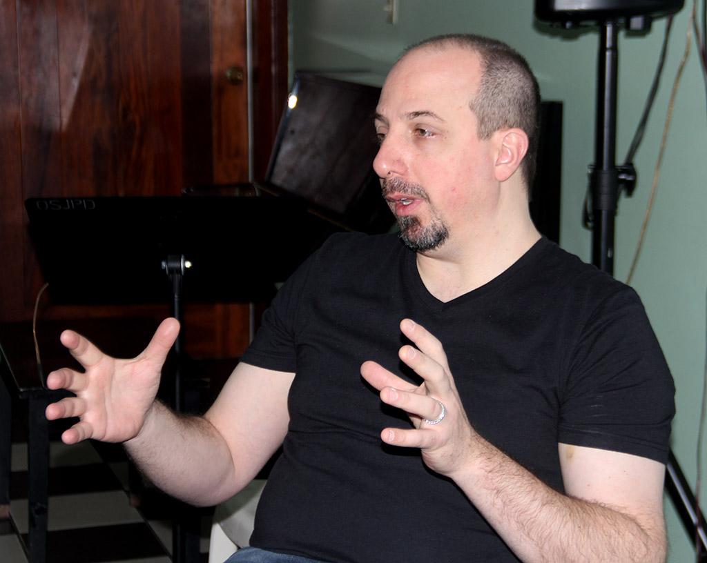 Jim Odgre, profesor de Berklee trabaja con jóvenes músicos en Santo Domingo.