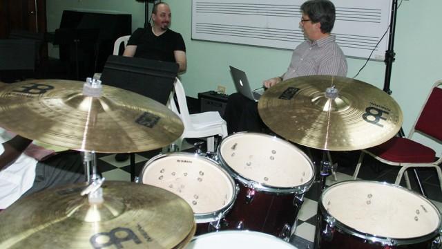 En su intervención, Jim Odgre, profesor de saxofón, en compañía de Jason Camelio, director de Berklee College of Music.
