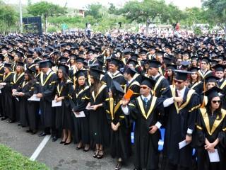Santiago - La Pontificia Universidad Catolica Madre y Maestra (PUCMM) gradua 897 nuevos profesionales en diversas areas.       HOY/Nelson Garcia.