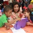 La Vicepresidenta acerca a infantes a la tecnología.