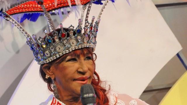 Coronada la reina del Carnaval, Fefita la Grande, destacada merenguera dominicana.