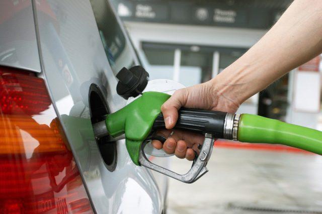 Sustanciales rebajas en precios de los combustibles