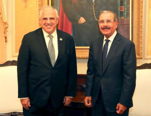 Ernestro Samper, presidente de UNASUR, visita al presidente Medina.