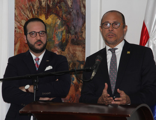 Cristian Molina Estévez de la Fiduciaria Banreservas y y José Antonio Rodríguez.