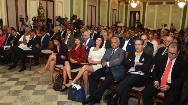 """Asistentes en la actividad de """"Evaluación del desempeño comercial  y retos futuros en el DR-CAFTA a los 10 años de su firma"""", realizado para el Ministerio de Economía, Planificación y Desarrollo (MEPyD),"""