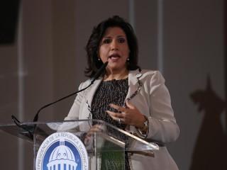 La vicepresidenta encabezó el acto inaugural del foro de viviendas.