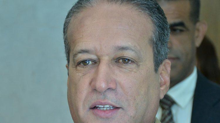Reinaldo Pared Pérez anuncia le fue detectado un tumor en el esófago