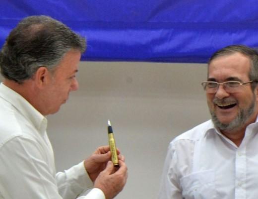 Juan Manuel Santos y el líder de las Farc.