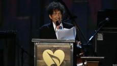 Bob Dylan ganador del Premio Nobel de Literatura.