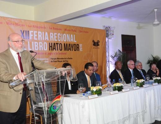 El ministro de Cultura Pedro Vergés deja inaugurada la Feria del Libro de Hato Mayor