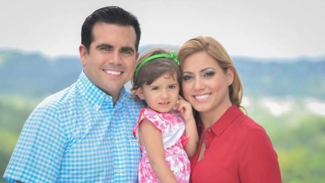 Ricardo Roselló junto a su esposa e hija.