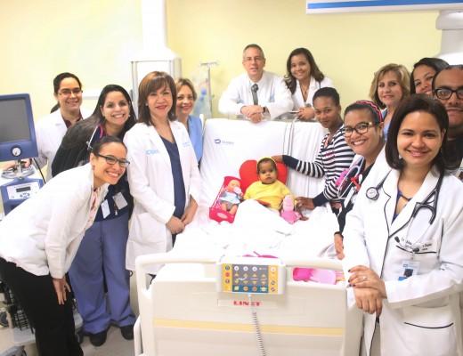 1-parte-del-equipo-cardiovascular-pediatrico-con-la-primera-sobreviviente-con-ecmo