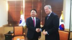 El convenio de financiamiento se firmó esta semana durante la visita oficial que el Presidente Ejecutivo del BCIE, Dr. Nick Rischbieth realiza en Corea.