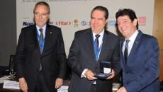 Ministro de Turismo recibe reconocimiento en Madrid.