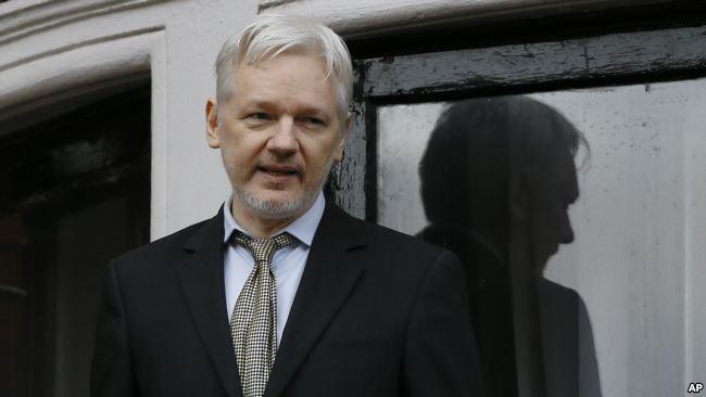 Ecuador busca intermediación para resolver situación de Assange