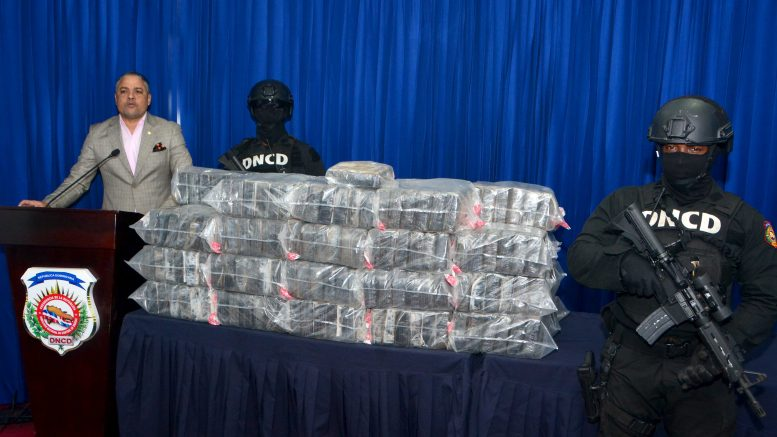Autoridades detienen a 2 hombres e incautan 229 paquetes cocaína Hato Mayor