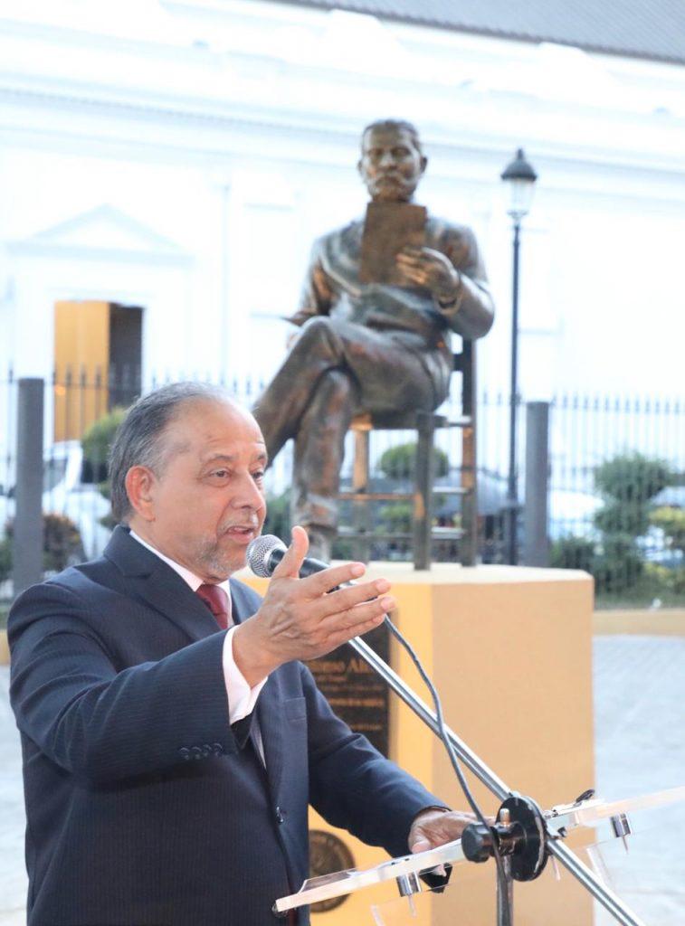 Resultado de imagen para estatua de juan antonio alix