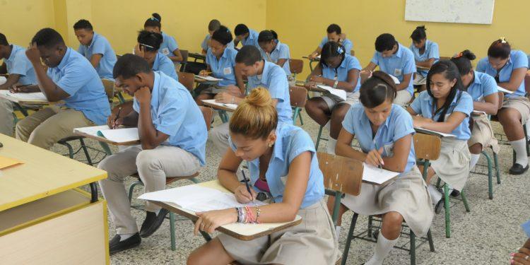 Minerd convoca a 132,125 estudiantes de Media a Pruebas Nacionales