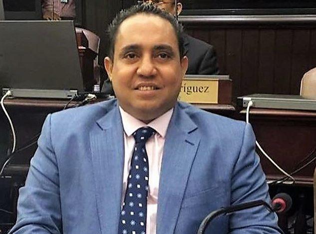 Diputado pide usar dinero de AFP para pagar trabajadores suspendidos