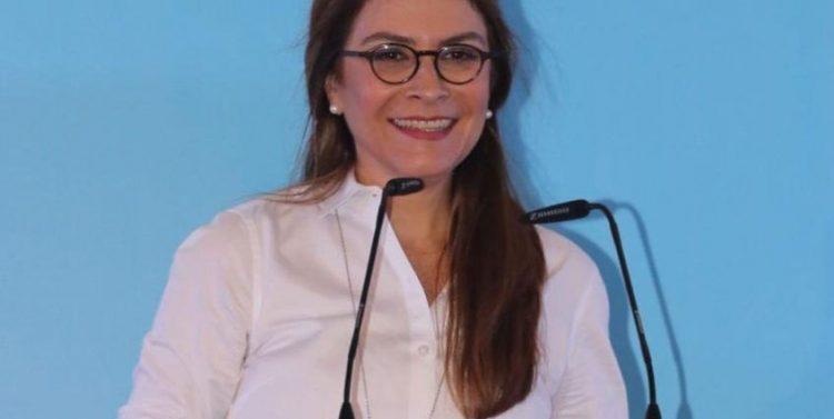 Carolina Mejía invita a la entrada a arraigar en vivienda