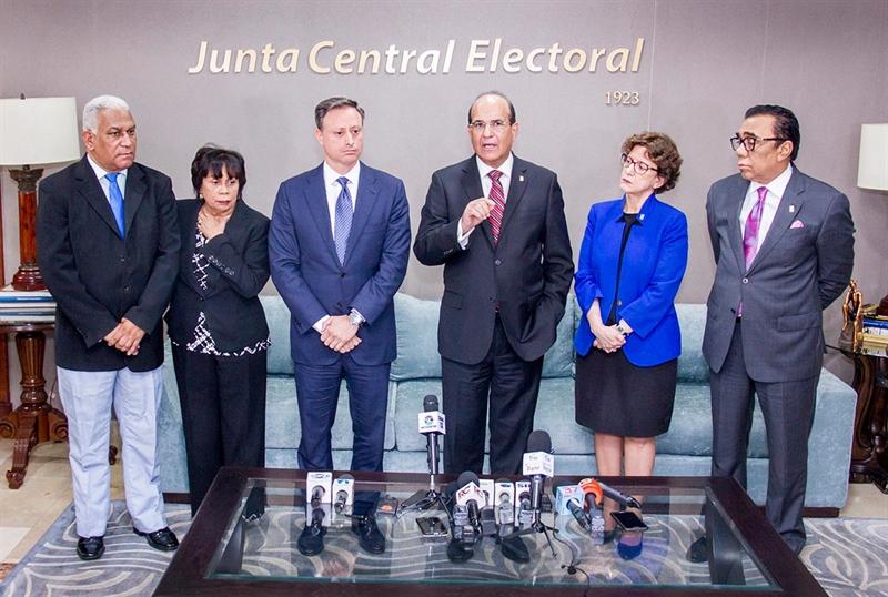 JCE rechaza modificar transmisión de datos de votaciones del 16 de febrero.