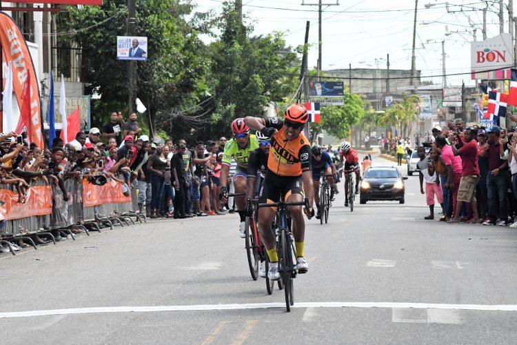 Joel García, hace historia al ganar su segunda etapa seguida en Vuelta ciclista