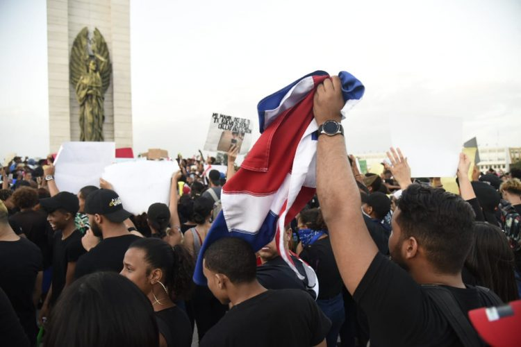 Miles se congregan en la Plaza de la Bandera a reclamar elecciones limpias