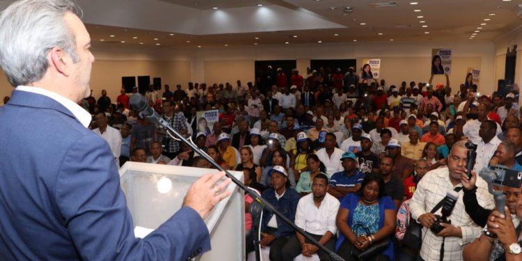 Abinader juramenta en el PRM a la dirección del PRD en Santo Domingo Oeste