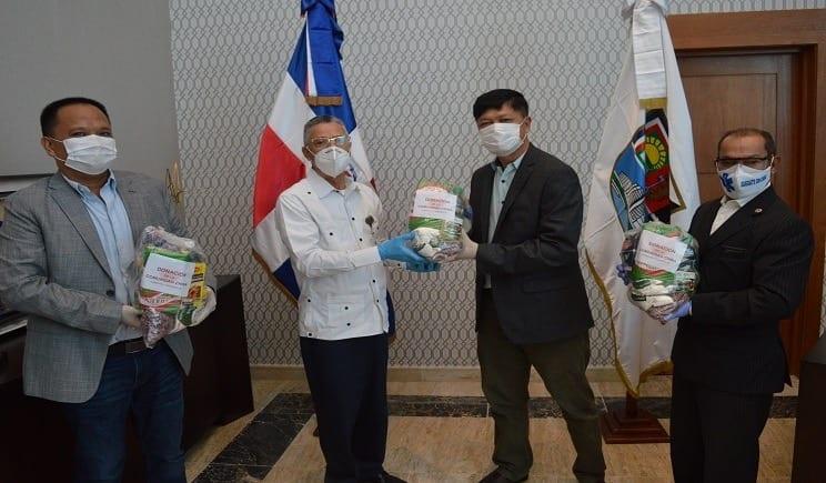 Corregidor Manuel Jiménez agradece auxilio de raciones alimenticias a la perfume Canto