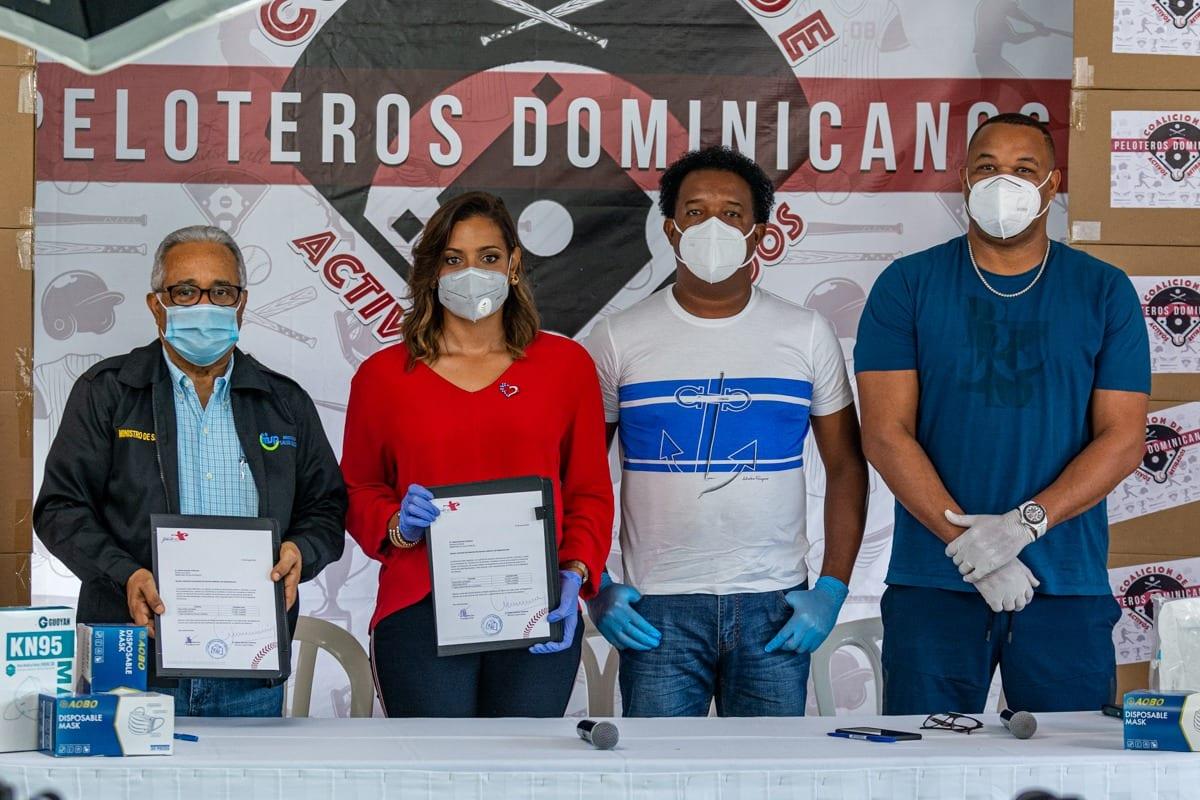 Levantamiento Pedro Martínez y Bloque de Peloteros entregan socorro a Vigor Pública