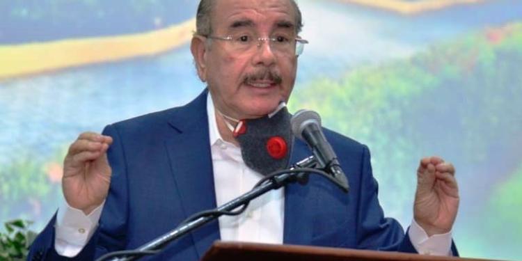 Danilo Medina llama a peledeístas a ver lo positivo de no retener el poder